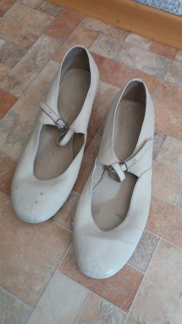 Продам кожаные туфли для танцев. Состояние хорошее. По стельке 24.5 см