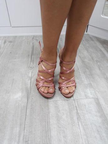 Атласные туфли шпилька. италия