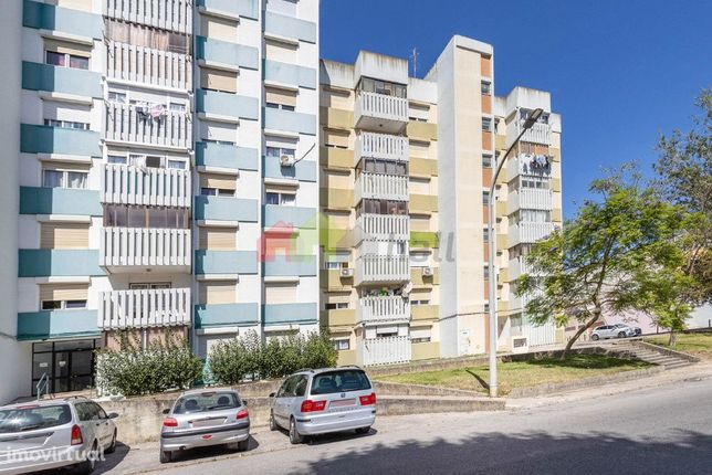Apartamento T2 em Santo António da Charneca – 2º andar