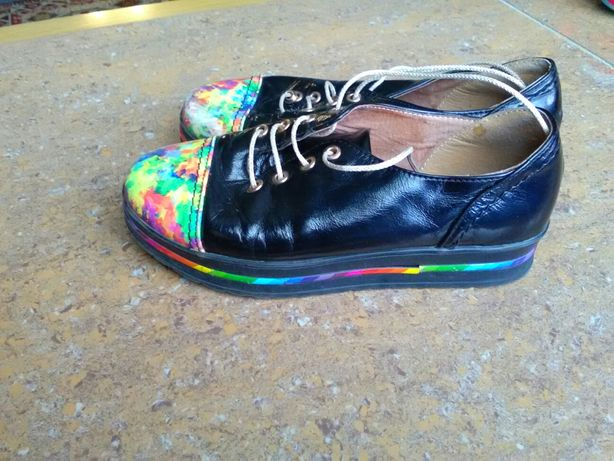 Туфлі спортивні кросівки