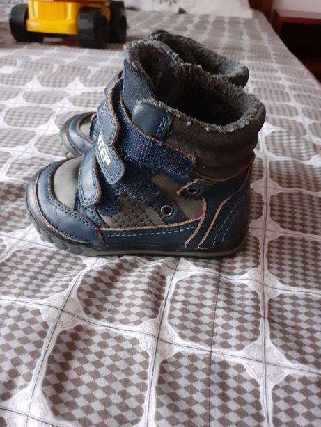 Дитячі чобітки стан нормальний