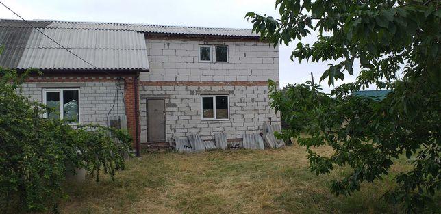 Не добудований будинок.