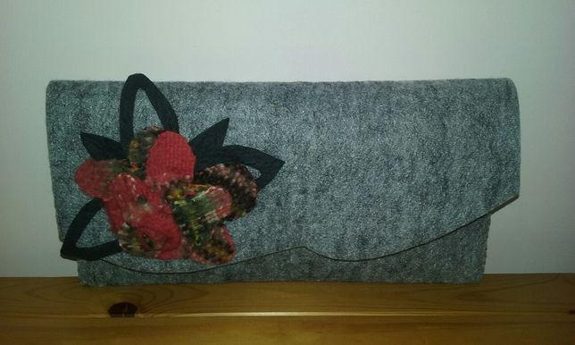 Nowa torebka szara,siwa z filcu,kopertówka z różą