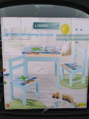 Mesa e 2 cadeiras de madeira para criança
