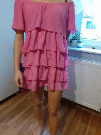 Różowa sukienka na plażę