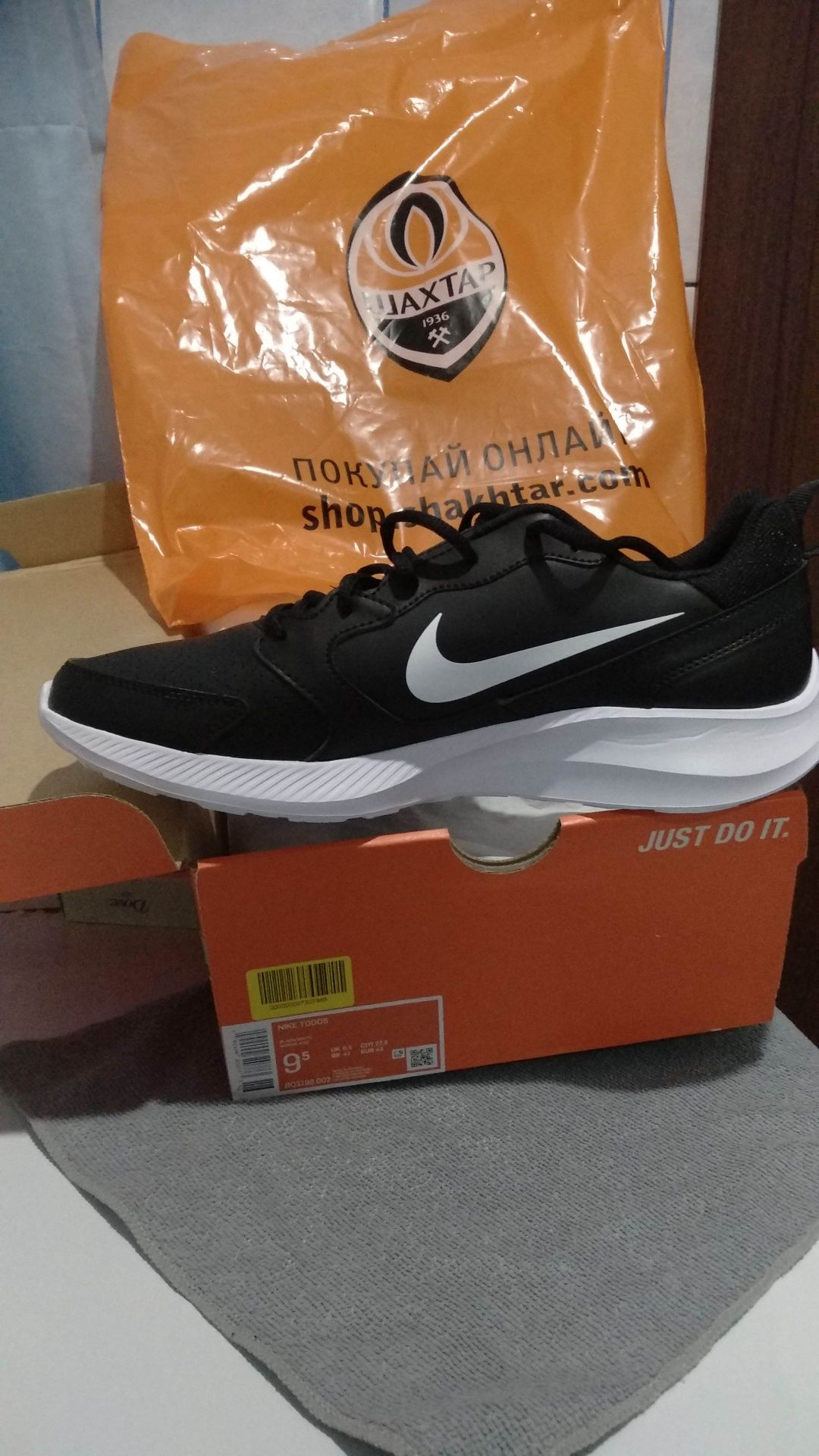 Nike  кроссовки обмен на кроссовки или  на гривны  ( 1200 )