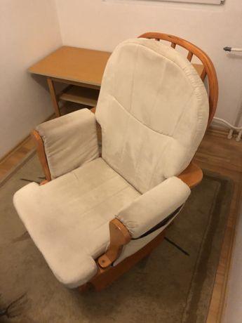 Fotel bujany, idealny np. dla mamy karmiącej
