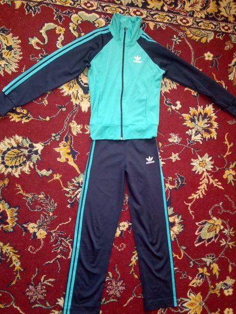 Спортивний костюм на дівчинку 7-8 років