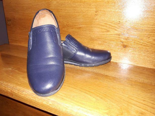 Продам кожанные туфли мальчик.