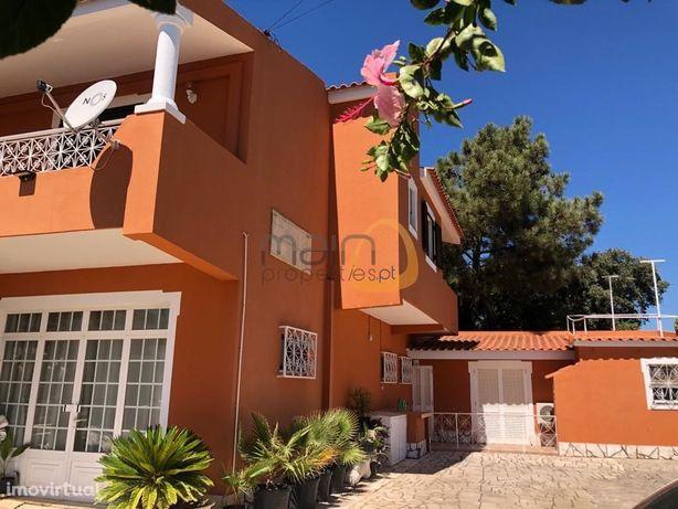 Moradia com 4+2 quartos e piscina privada em Quarteira