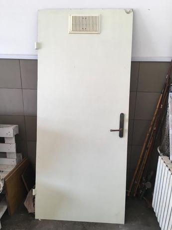 Металическая дверь 89см на 202см