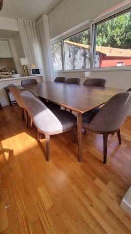 Conjunto mesa e 8 cadeiras