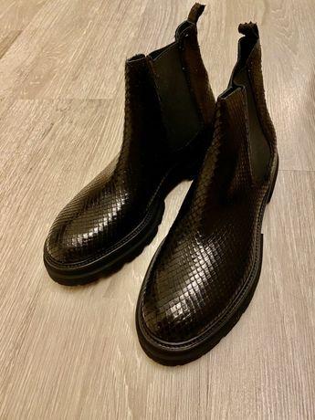 Ботинки 42р. Черные.