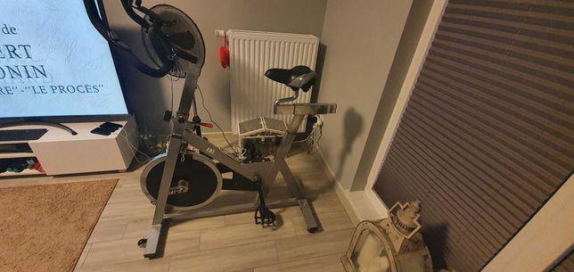 Mocny rower treningowy stacjonarny spining z Decathlon