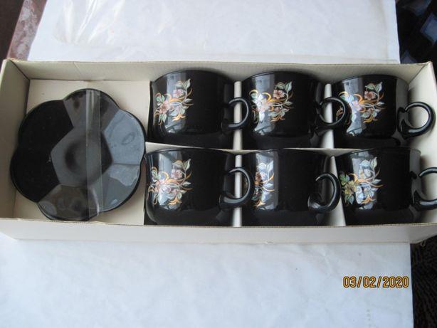 Набор кофейных чашек с блюдцами .