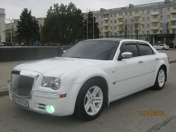 Аренда авто на свадьбу. Белоснежный Chrysler 300С. Прокат автомобиля.
