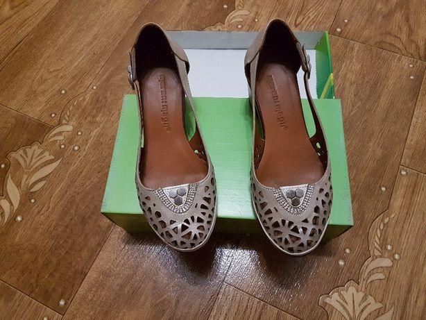Кожаные новые женские туфли 35 размера
