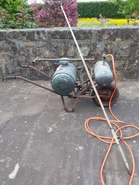 Maquina de sulfatar antiga,completa com cana e a funcionar