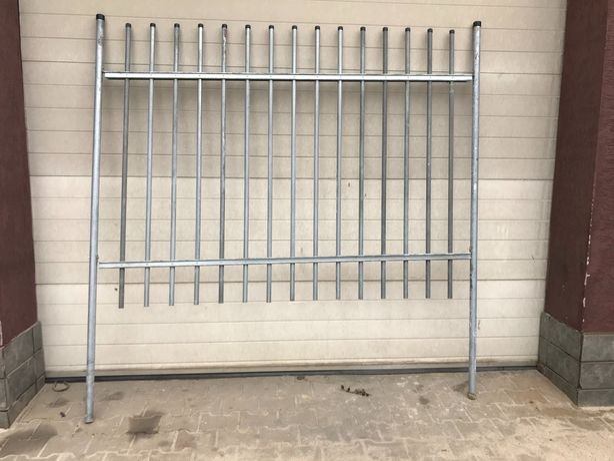 Metalowe ogrodzenie panelowe z bramą i furtką - nowe