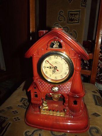 Продам часы домиком.