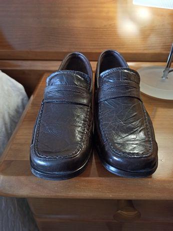 Sapato pele e sola tamanho 40