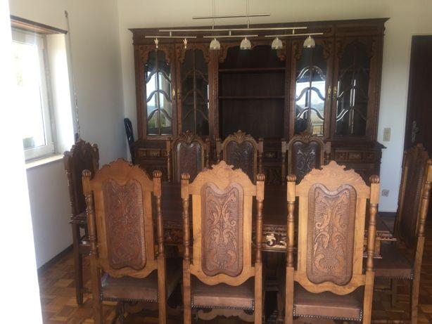 armário / móvel / mesa / cadeiras / antigo (sala jantar antiga)