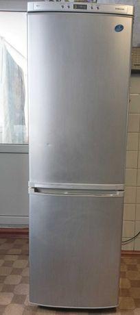 Холодильник самсунг.
