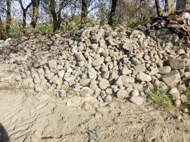 Kamień brukowy polny, ziemia, gruz