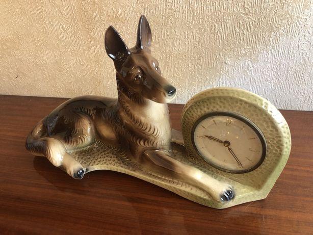 """Estátua Cachorro em cerâmica com relógio , """" HOLLAND """" n- 461 ( Lobo)"""