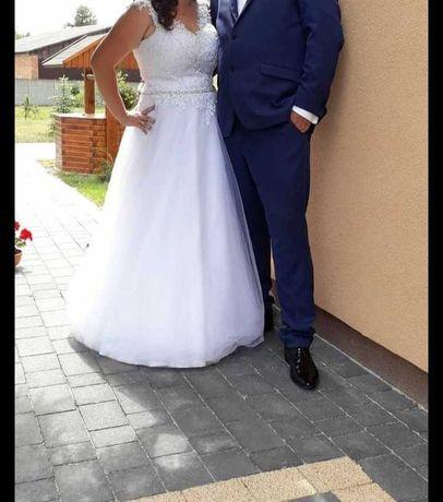Suknia ślubna wiązana z tyłu