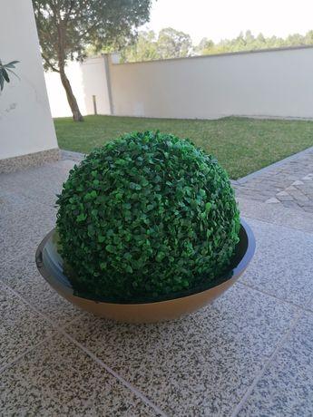 Vaso com flor artificial