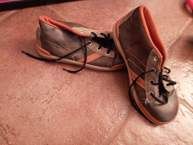 Кросівки для хлопчика.