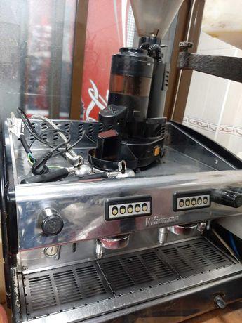 Máquina de Café profissional, oferta de Moinho e Cave de vinhos