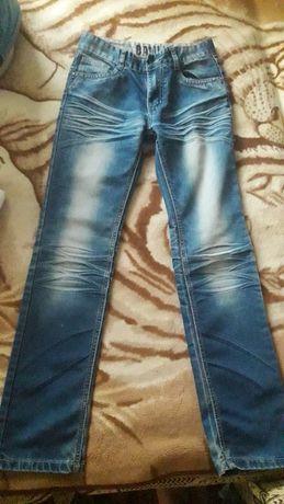 Продам джинси та шорти всі в гарному стані.