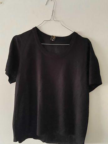 T-shirt preta, sem marca, tamanho M