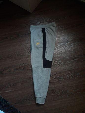 Спортивки штаны nike air max tech fleece