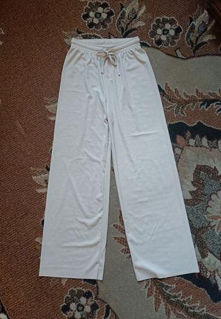 Spodnie materiałowe prążkowane beżowe długie straight wide leg