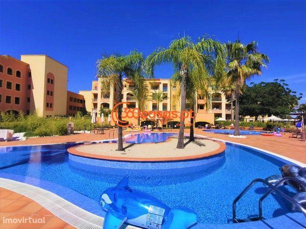 Apartamento T2 com piscina e 2 lugares de garagem em Vilamoura