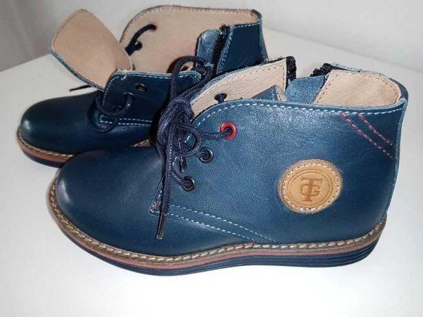 Botas de menino tamanho 25