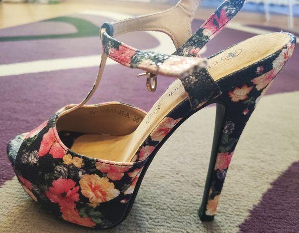 Nowe sandały letnie