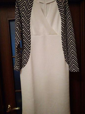 Продам платье,делающее фигуру стройной