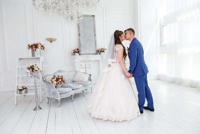 Відеооператор фотограф на весілля/Видеооператор на свадъбу.