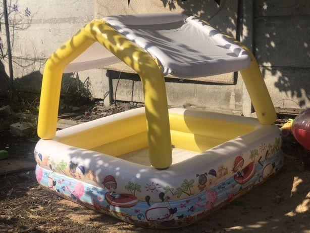 Продам детский бассейн.Надувной бассейн с крышей,состояние нового