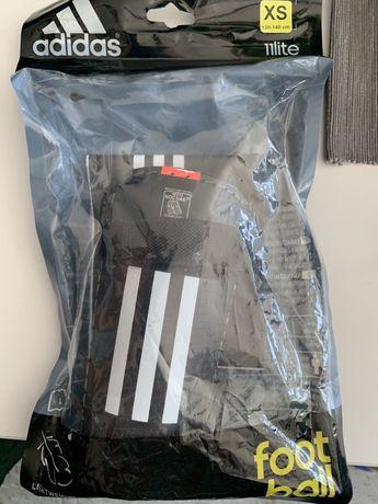 Adidas Ochraniacze  piłkarskie dziecięce 120-140 cm