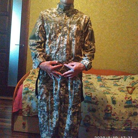 Форма військова на хлопчика 14 років,42-44,купували за 1 200 грн.,хлоп