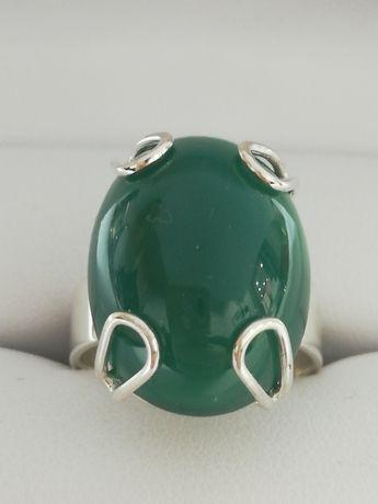 ATRAKCYJNY Srebrny pierscionek. Zielony kamień. Pięknotka