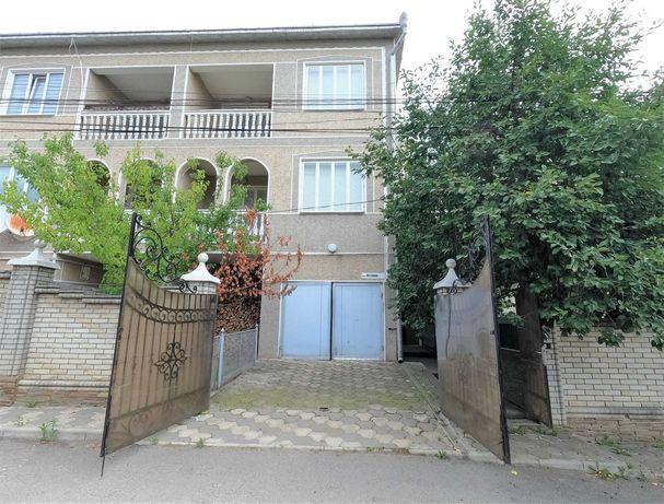 Окрема 1/2 частина будинку, 4 кімн, євроремонт, гараж, сауна, басейн.
