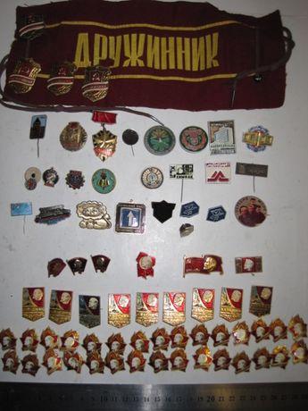 Значки и коробочки для значков из СССР