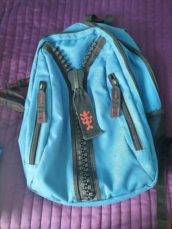 Duży niebieski plecak