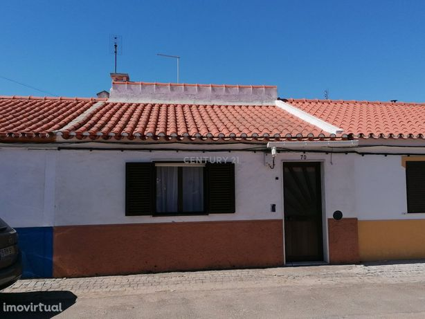 Moradia T2 Localizada na Vila de Cano-Alentejo com  Quintal